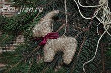 Елочное украшение-талисман 2015 года – козлик из бечевки. Можно сделать любую фигурку по такому принципу!