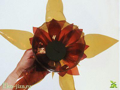 Вставить композицию в большой цветок