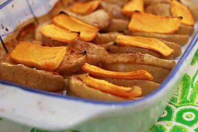 Яблоки с тыквой в духовке
