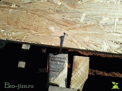 Закрепить крышку ящика для компоста