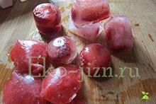 Кубики льда для лица с клубникой, скраб для пяток и другие рецепты косметики из этой ягоды + пошаговые фото