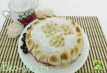 Постный пирог с вишней и виноградом