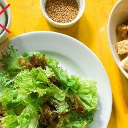 Листья салата и сухари